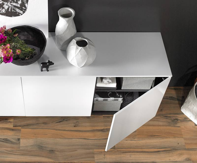 Classy design with Sensys thin door hinge: door thickness can be reduced to 10 mm. Photo: Hettich