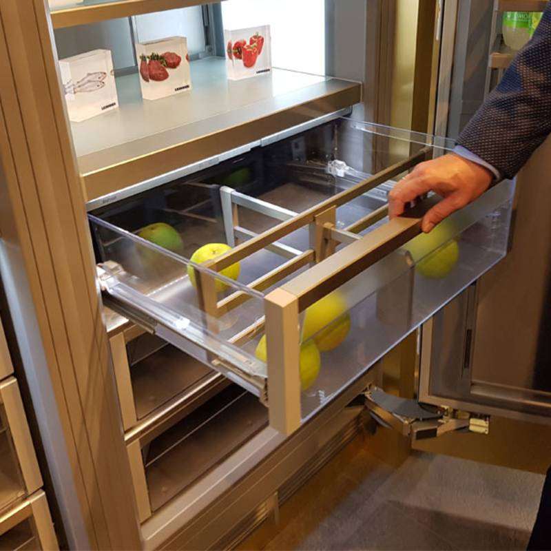 Cool convenience for crisper compartments: the Quadro Compact pull-out system.