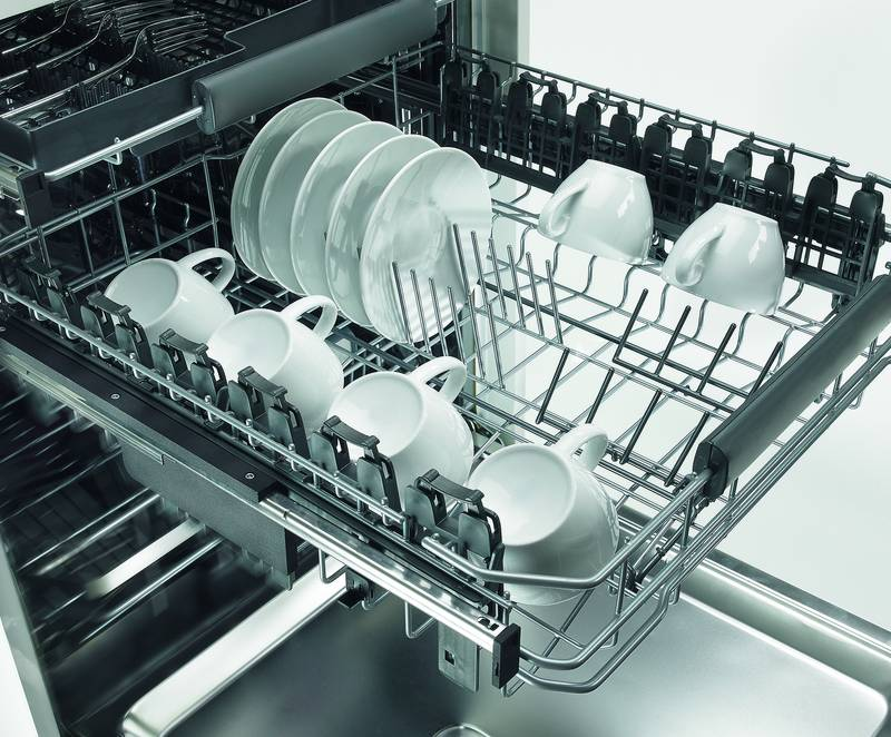 Instantly impresses: Quadro runners for dishwashers move dishes and glasses safely, gently and quietly. Photo: Hettich
