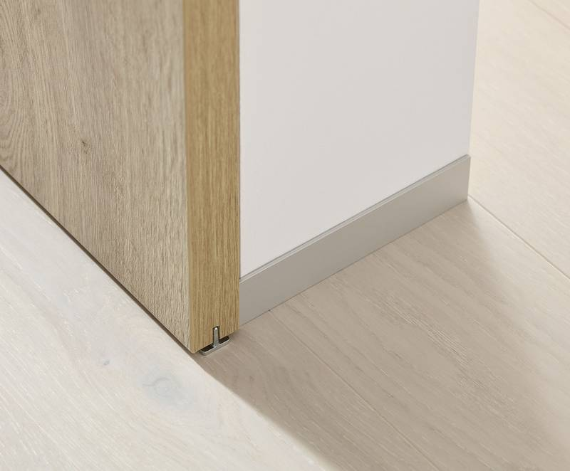 Barrier-free without trip hazard: No profiles on the floor. A small floor guide is all it takes to keep the door aligned. Photo: Hettich