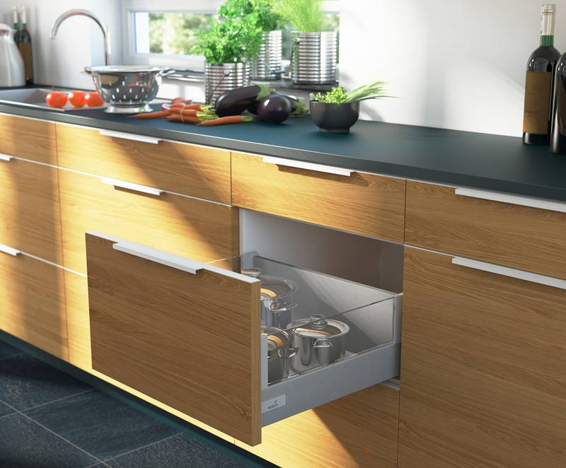 The InnoTech DesignSide permits the use of glass or other materials without the need for any railing. Photo: Hettich