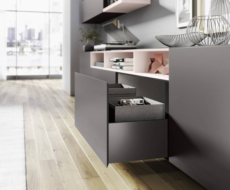 Purist perfection: AvanTech YOU can be used to create exceptionally slimline drawers without cover caps or visible screw heads, even in XXL format without sacrificing convenience. Photo: Hettich