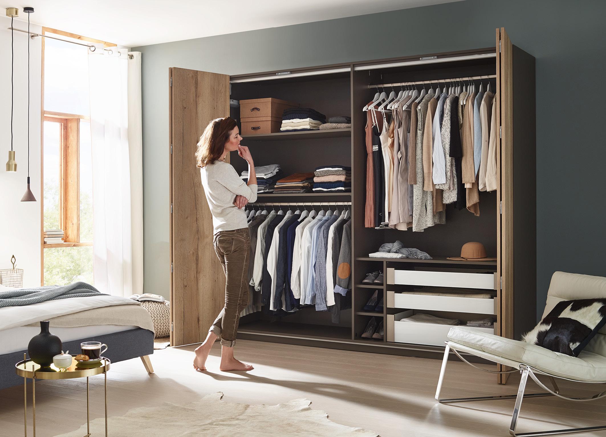 WingLine L Sorgt Für überraschende Panoramaeffekte Am Kleiderschrank. Foto:  Hettich