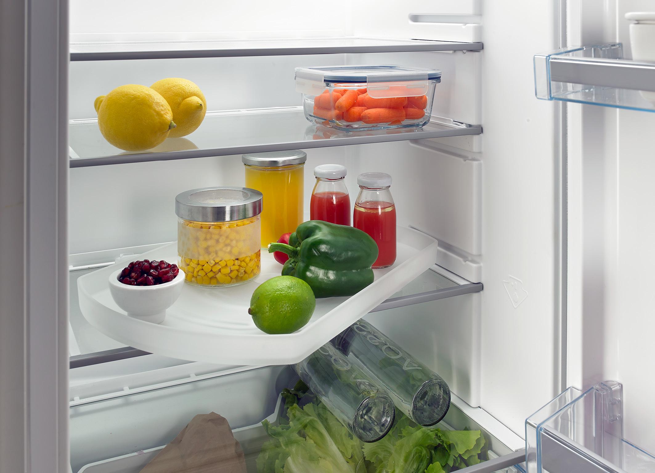 Kühlschrank Im Boden : Inspirierend weiße küche design mit schwarzen boden und weißen